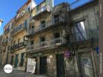 Fern der Hektik: alte Häuser in Vigo