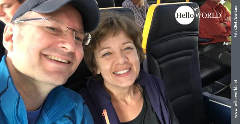 Voller Vorfreude im Flugzeug
