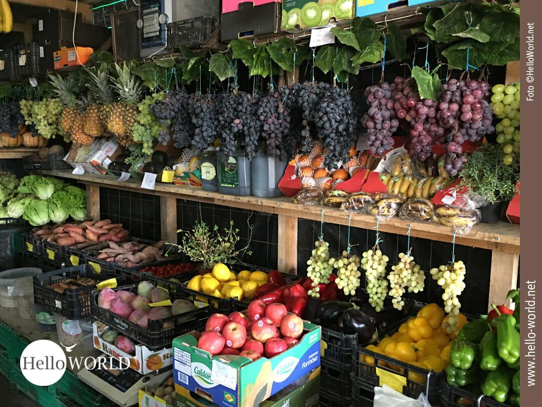 Frisches Obst am Wegrand