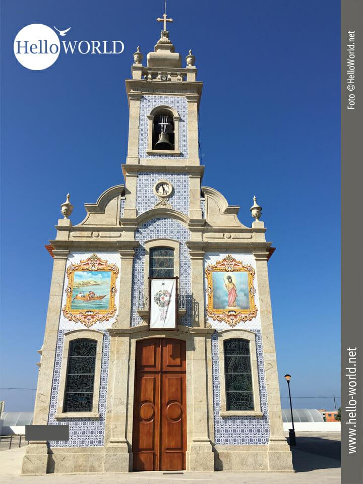 Kirche am Wegesrand, irgendwo zwischen Fao und Viana