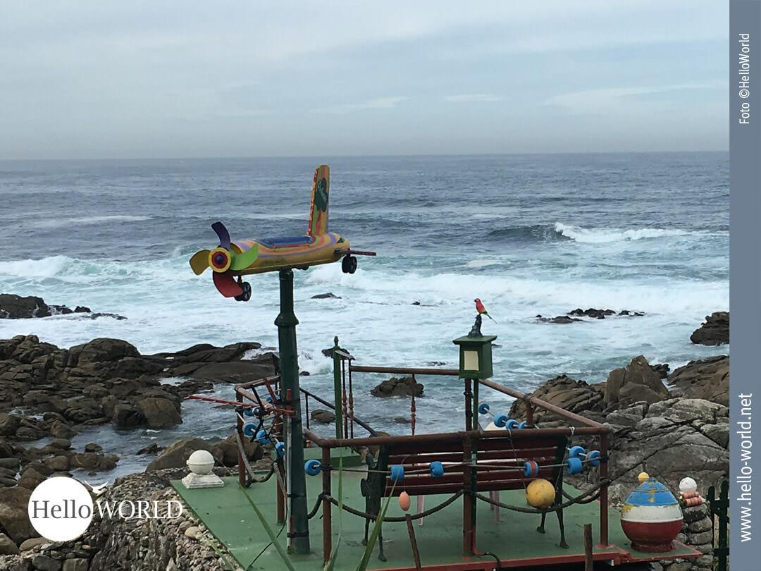 Dieses Bild von der sechsten Camino Portugues Etappe zeigt einen kleine Spielplatz an der Steilküste zwischen Mougas und Nigran.