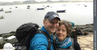 Das Bild zeigt Andrea und Nico bei der ersten Camino Portugues Etappe von Porto nach Angeiras.