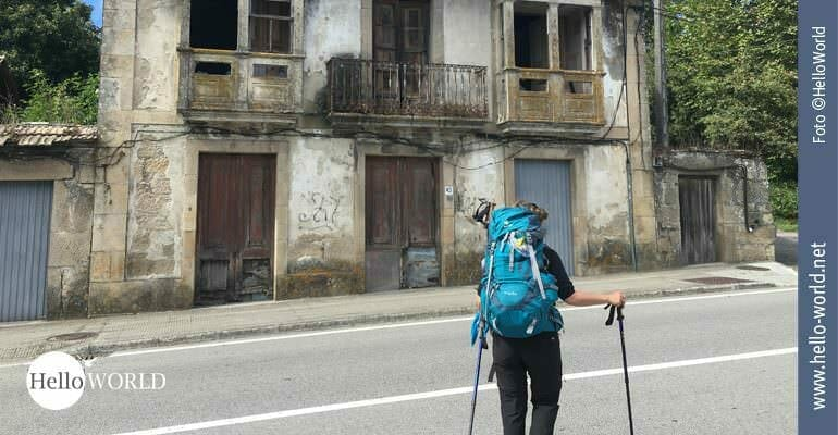 Bei der sechsten Etappe zeigt sich der Camino Portugues im Landesinneren von einer alten, verfallenen Seite - aber durchaus charmant.