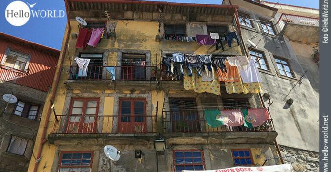 Dieses Bild zeigt eine bunte Häuseransicht in der Stadt Porto