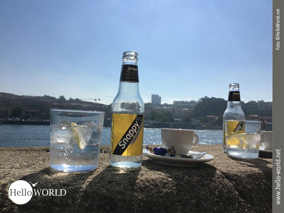 Drink mit Blick auf den Rio Duoro