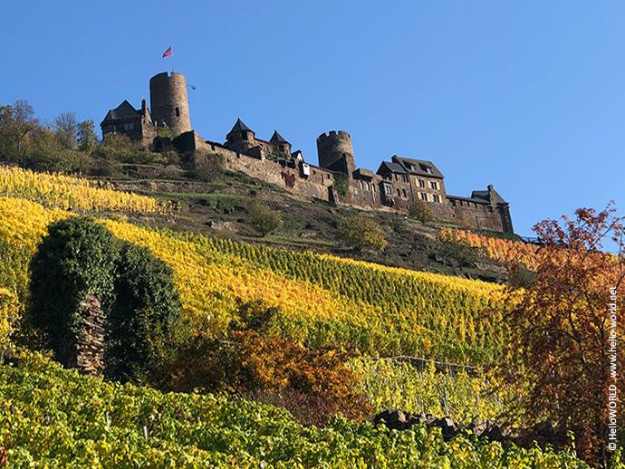 Auf diesem Bild sieht man die Burg Thurant im Herbst.