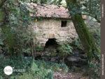 Gut erhaltene Steinmühle auf dem Camino Portugues