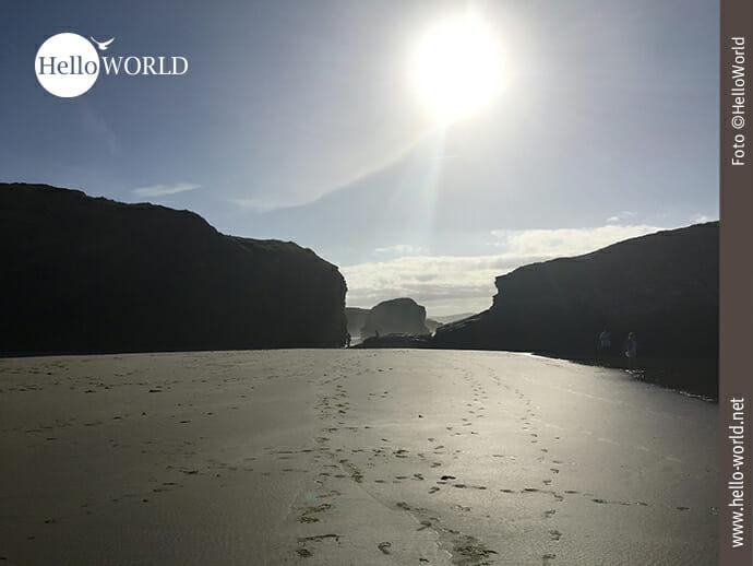 Spuren im Sand des Praia das Catedrais