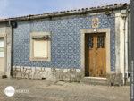 Typisch Portugal: blau gekachelte Hausfassade