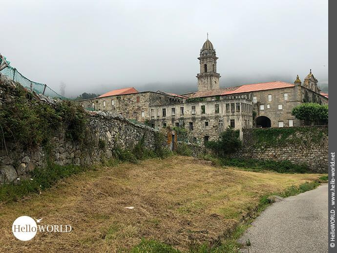 Uralt: ehemaliges Zisterzienserkloster in Oia, Galicien