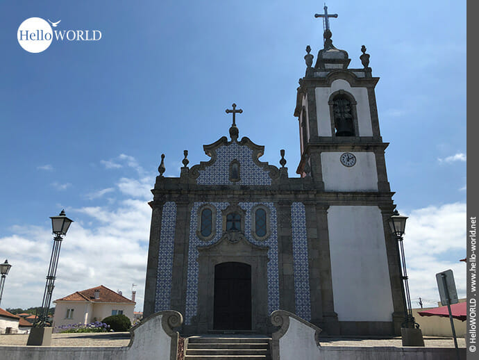Blau-weiß gekachelt: Kirche Paroquia in Mindelo