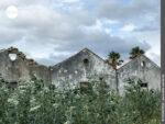 Zeichen der Vergänglichkeit: zerfallene Hausfassaden