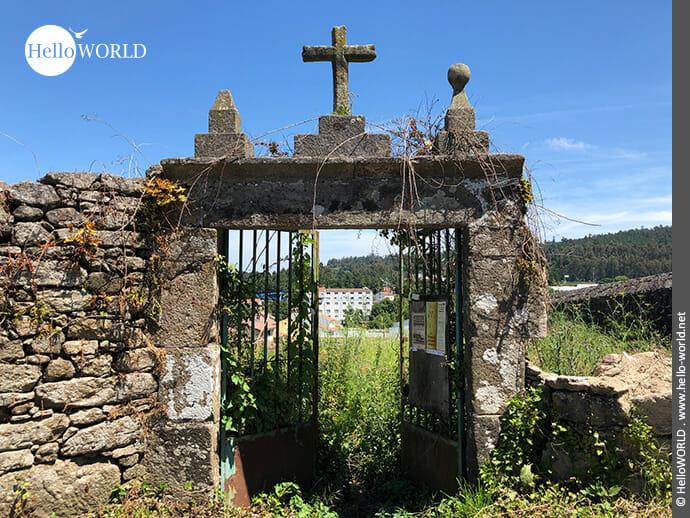 Kreuz am Rande vom Camino Portugues Rundwanderweg