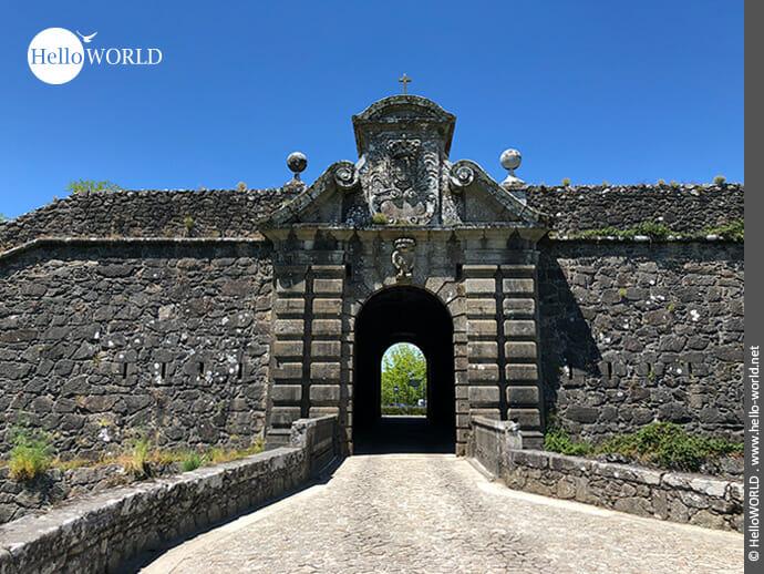 Torbogen der Festungsanlage in Valenca