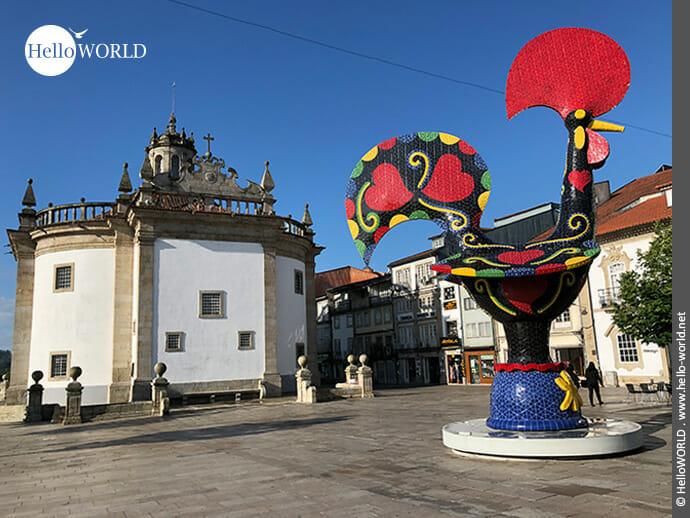 Symbolcharakter: der schwarz-bunte Hahn von Barcelos