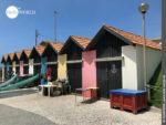 Fischerhäuser im Küstenort Vila Cha
