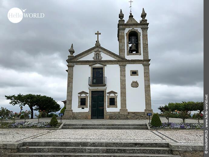 Oben auf dem Berg: Kapelle auf dem Camino Portugues Central