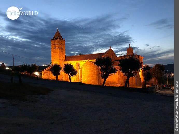 Beleuchtet: Igrexa de Santa Maria das Areas in Finisterre