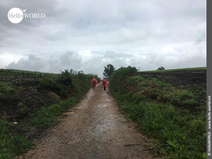 Bei jedem Wetter unterwegs: Pilger auf dem Camino Finisterre
