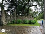 Alte Mauern prägen den Camino Finisterre