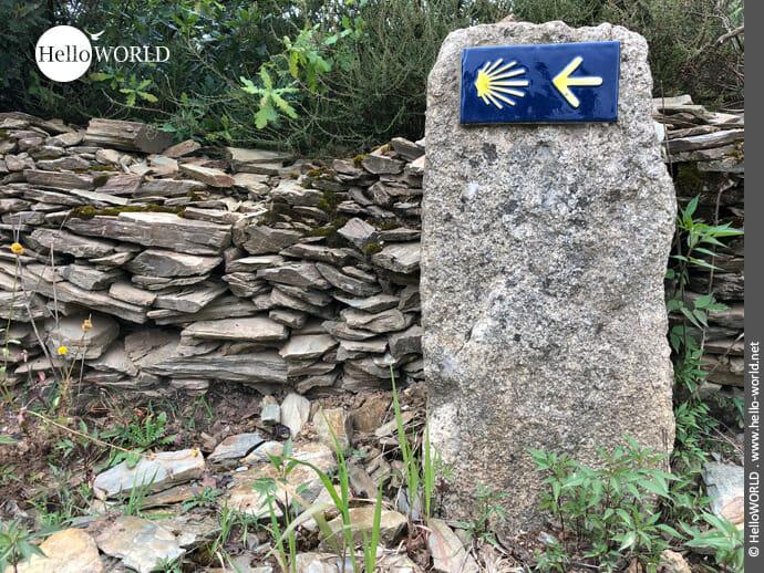 Jakobswegzeichen auf dem Camino Portugues Rundwanderweg