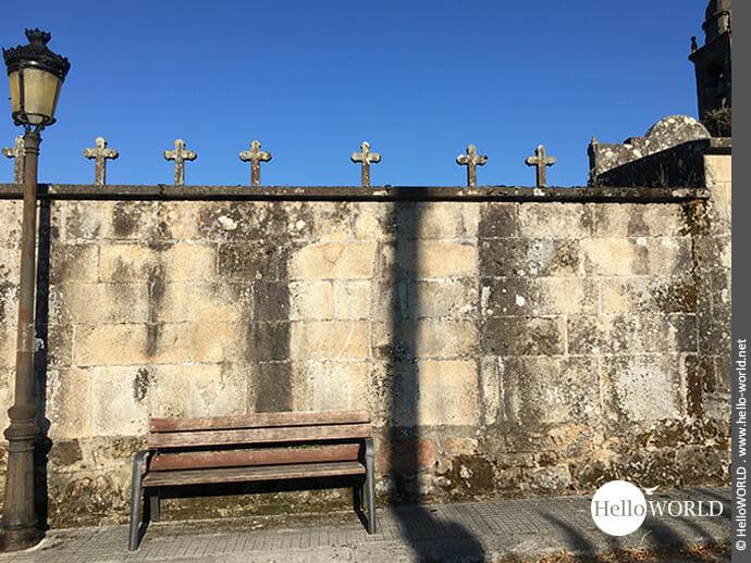 Zieren Mauern: Kreuze auf dem Camino Portugues Rundwanderweg