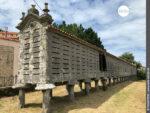 Längster Horreo: Mauerwerk auf dem Camino Portugues Rundwanderweg in Lira
