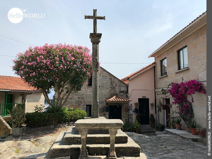 Kreuz im Zentrum von Combarro