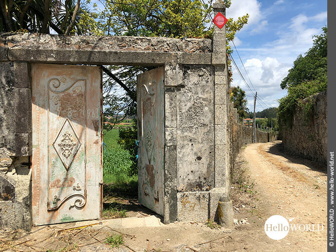 Ummauerter Geländeeintritt bei Arcos