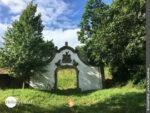 Mitten im Grünen: altes Tor