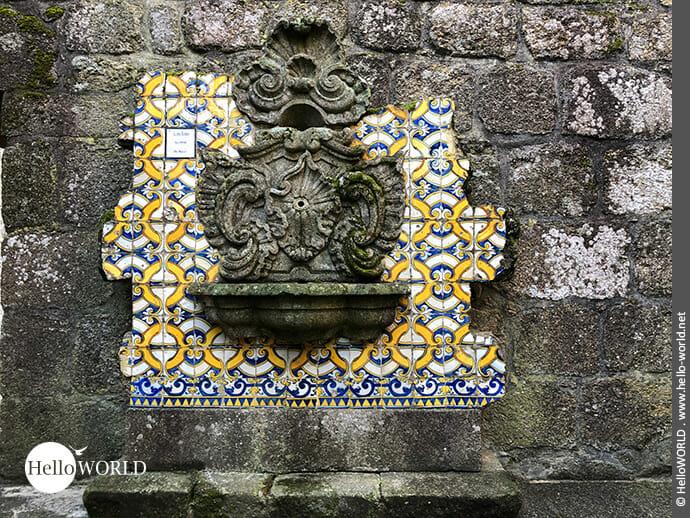 Alter Wandbrunnen im archäologischen Freilichtmuseum in Barcelos