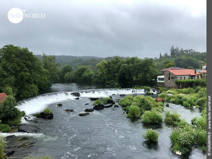 """""""Kleiner"""" Wasserfall am Rio Tambre"""