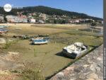 Warten auf die Flut: Boote am Strand von Aldan