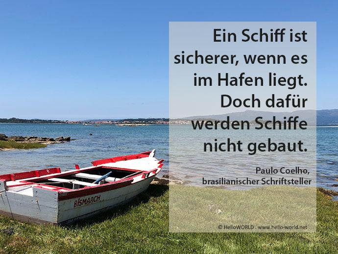 Hier sieht man ein Boot und einen Spruch von Paulo Coelho aus der Sammlung Jakobsweg-Zitate.