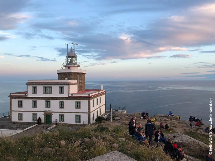 Dies ist der Leuchtturm am Kap Finisterre, der Endpunkt des Camino Finisterre.