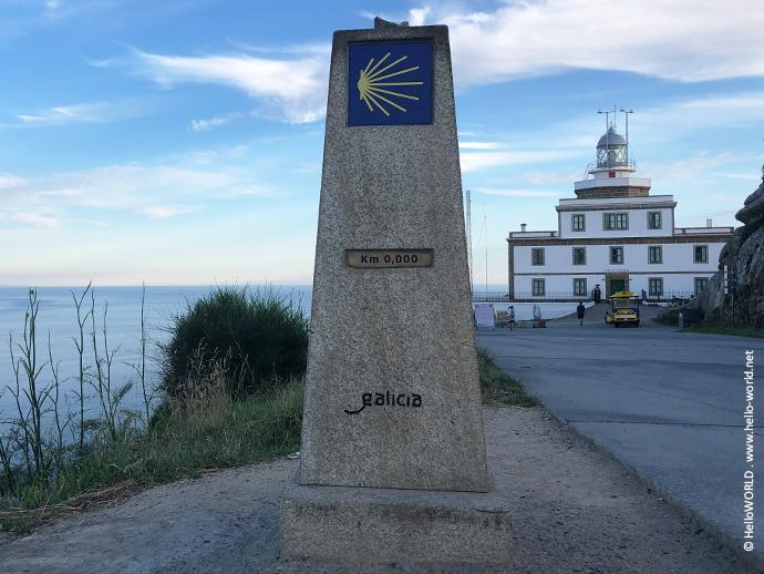 Hier sieht man den Kilometerstein Null, der am Kap Finisterre steht.