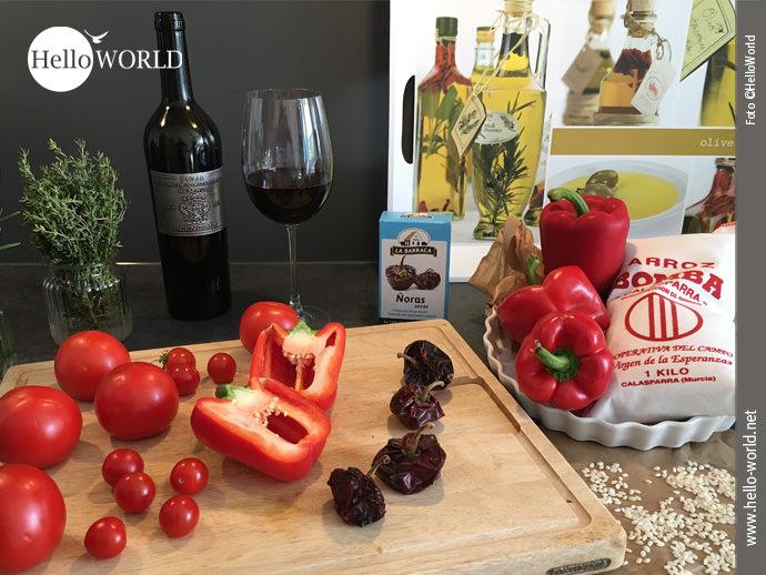 Paella, die kulinarische Erinnerung an den Jakobsweg Camino del Norte: Das Bild zeigt Gemüse und Reis und die Besonderheit Nora, die in jede Paella gehört.
