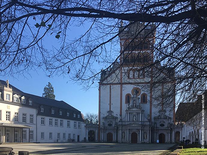 Das Bild zeigt das Ziel des Mosel-Camino, die Benediktinerabtei St. Matthias in Trier.