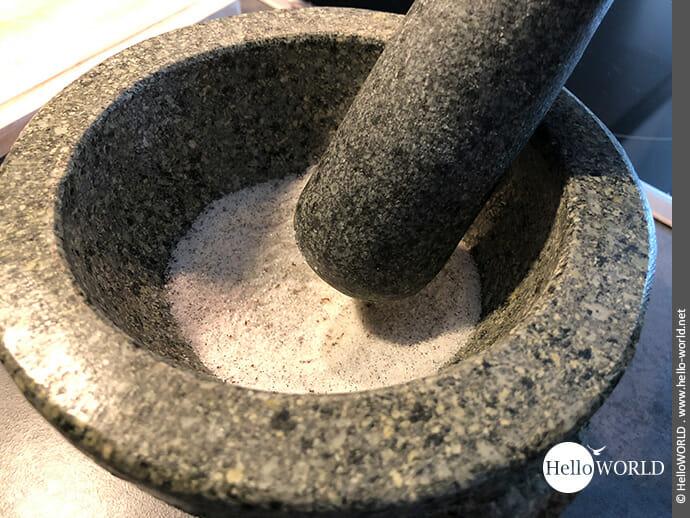 Vanillemark mit Zucker vermischen