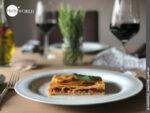 Hier sieht man ein Stück Empanada mit Thunfisch, die nach einem Rezept vom Camino del Norte gebacken wurde.