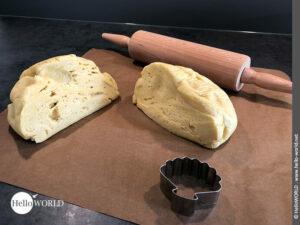 Hier sieht man den aufgegangenen Hefeteig, für die Empanada mit Thunfisch, der in zwei Hälften geteilt wurde.