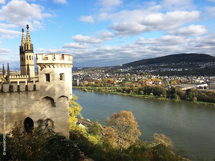Der Mosel-Camino führt auch am Schloss Stolzenfels - hier im Bild - bei Koblenz vorbei.