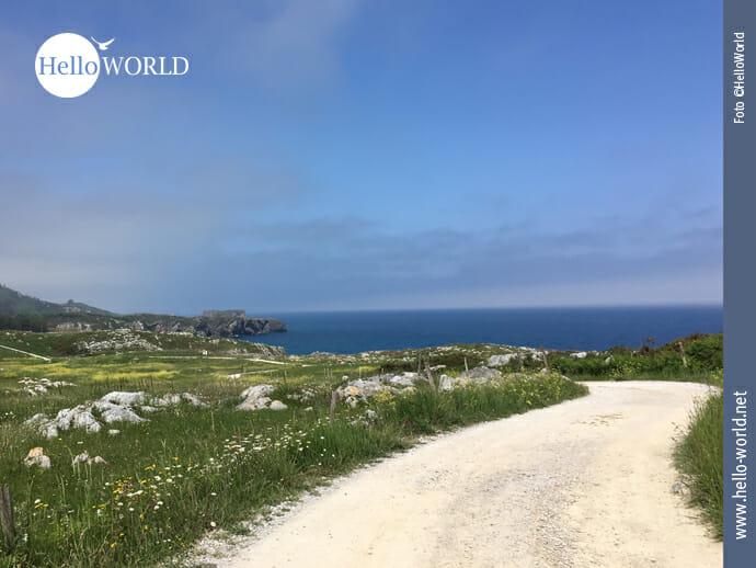 Malerischer Weg an der spanischen Nordküste