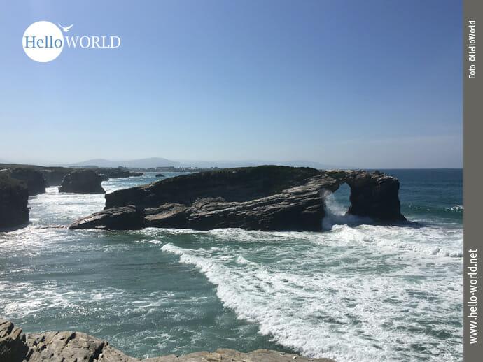 Das Bild entstand bei der vierten Camino del Norte Etappe und zeigt den Praia das Catedrais bei Flut.