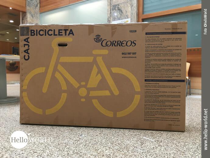 Das Bild zeigt eine Transportverpackung für Fahrräder des spanischen Postdienstleisters Correos.