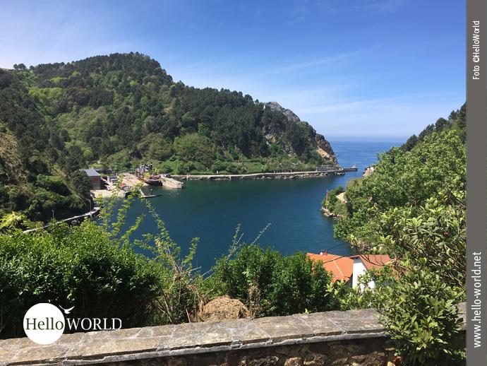 Die Bucht von Pasaia an Spaniens Atlantikküste