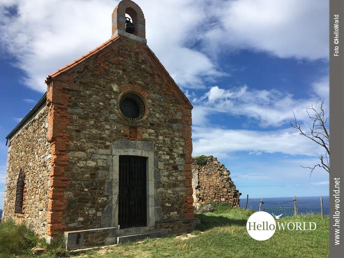 Bilderbuchreif, diese Kapelle nahe der Steilküste