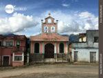 Kleines Schmuckstück: Dorfkirche in Bolivien