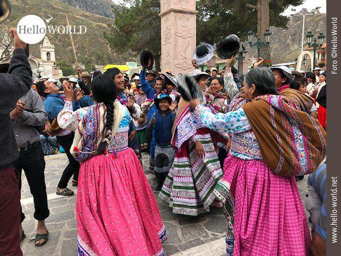 Volksfeststimmung bei der Dorfbevölkerung