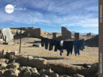 Luftgetrocknet: Waschtag am Dorfrand